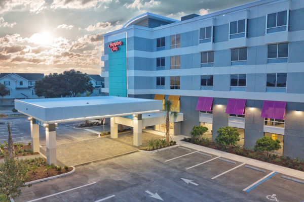 Hampton Inn Dunedin Night Image